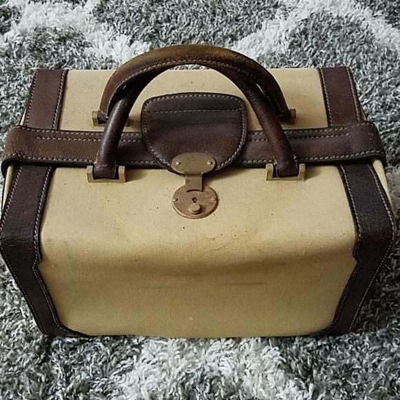 Gucci Handbags - VINTAGE GUCCI RARE TRAIN CASE, MAKEUP/HAND BAG